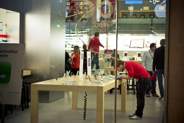 apple-store-louvre-nettoyage.jpg