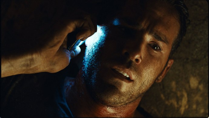 ryan-reynolds-buried.jpg