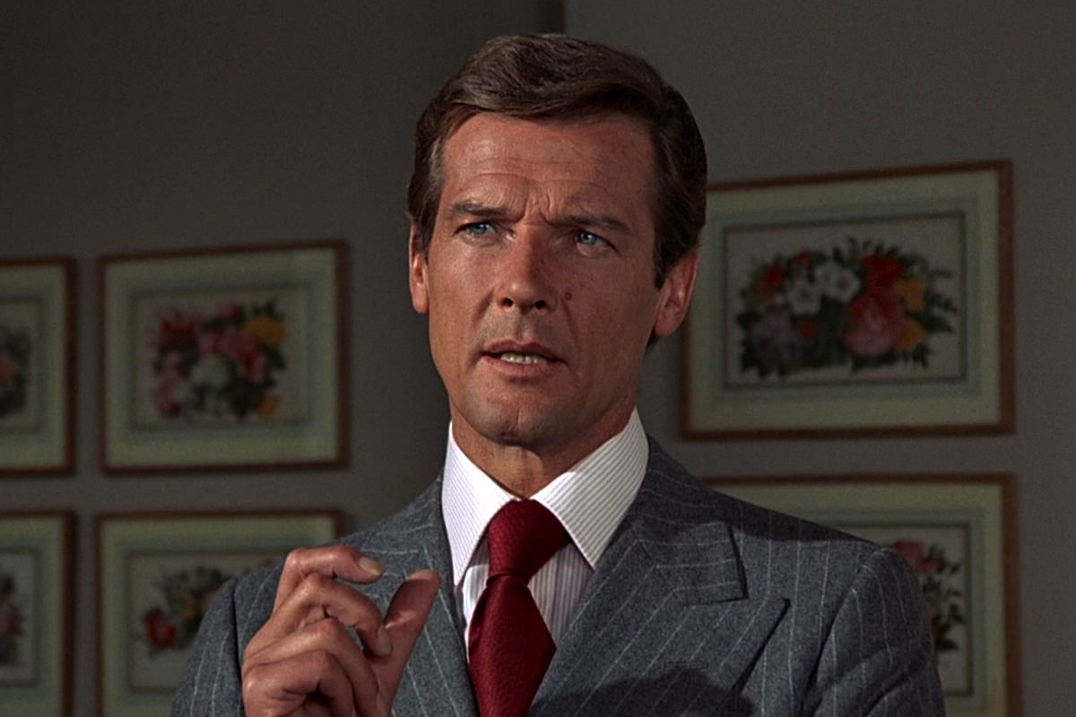 Homme pistolet or hamilton roger moore