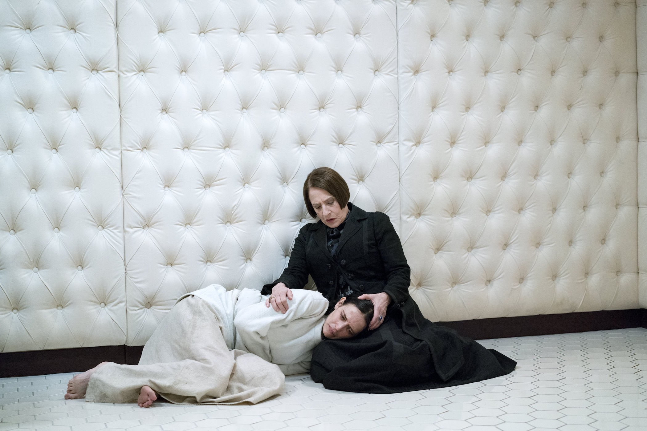penny-dreadful-patti-lupone-eva-green