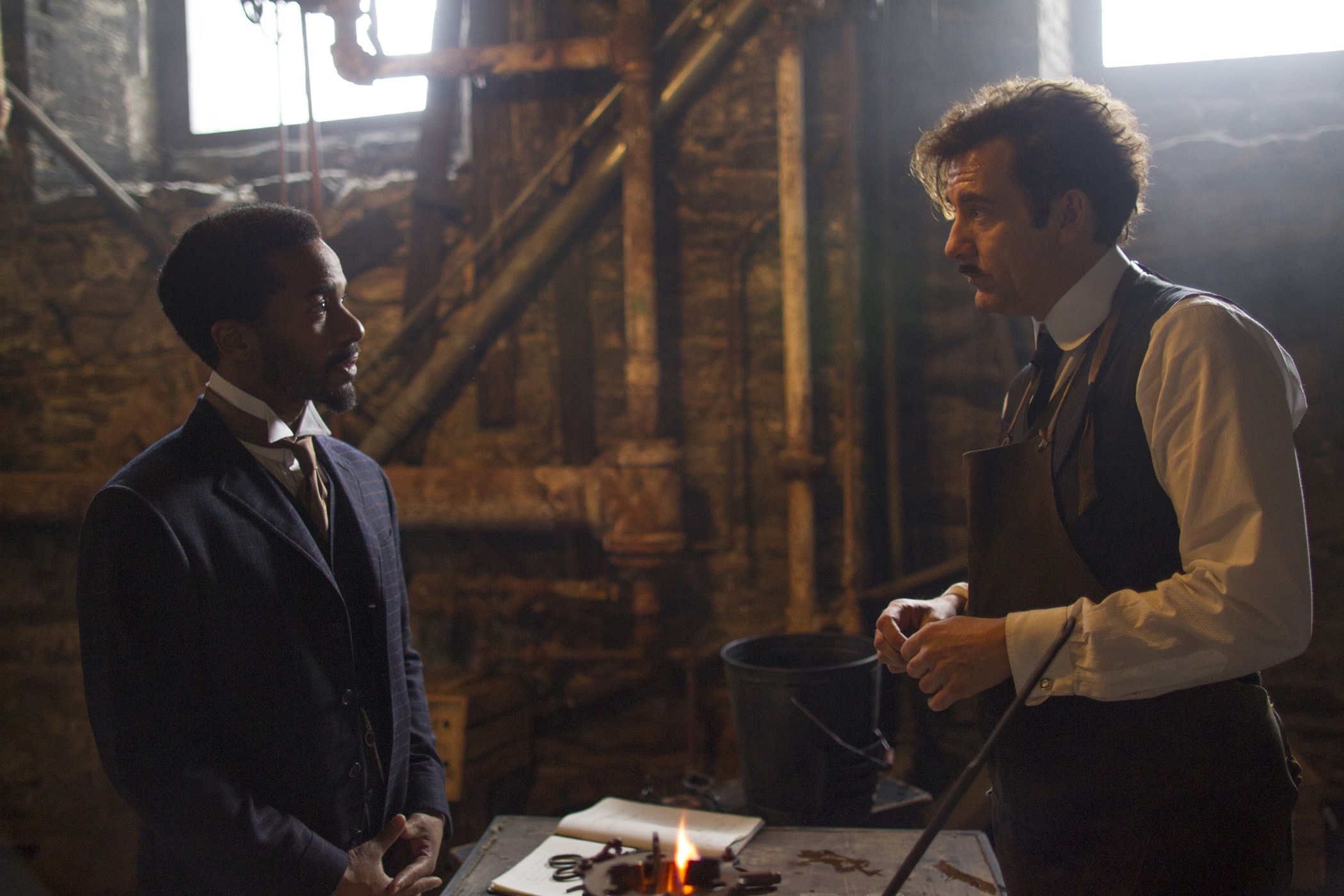 Knick clive owen andre holland