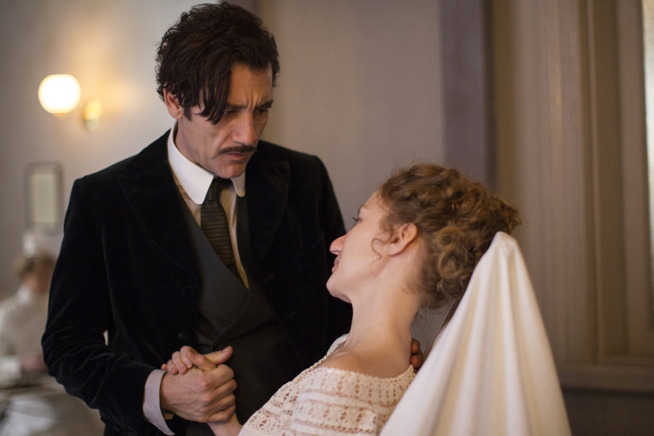 the-knick-2-clive-owen