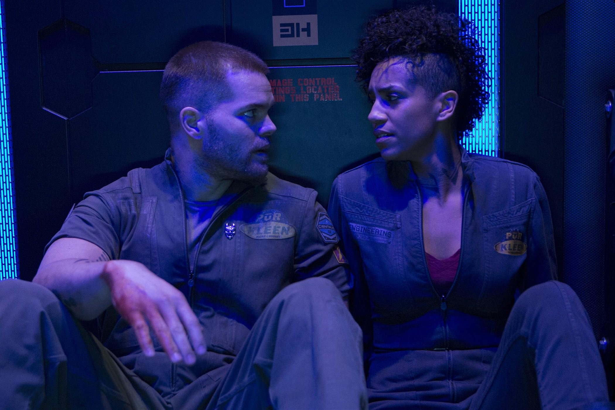 the-expanse-dominique-tipper-wes-chatham