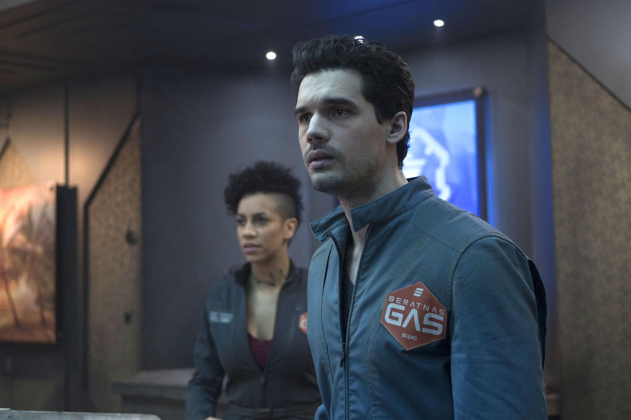the-expanse-steven-strait-dominique-tipper